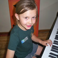 Tatjana's Music Studio - Singing, piano & guitar lessons!
