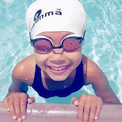 Little Fishes Swimming School Bedfordview - Swimming lessons in Indoor heated facilities, water is 30 degrees all year. Swim SA accredited. Only 2 swimmers per instructor