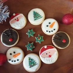 Ovenly Love - Cakes. Cupcakes. Cookies. Cookie decorating kits.  Party favours