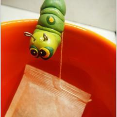 Arts/Crafts - Polymer clay - teabag holding worm