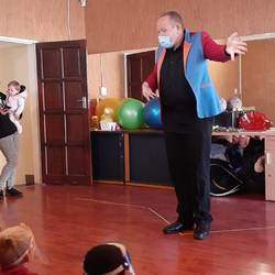 Andre's Magical Kiddies Concert  - Party entertainment. With a combination of magic, juggling, animal balloons and pure laughter, Andre will keep your young one's occupied for 45 min.