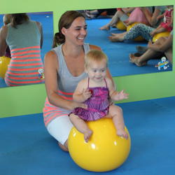 Toptots Mother and Child  - We provide an interactive program for mom and baby / toddler.