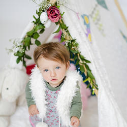 Cheeky Cherub (Stylish Family Photography) - Family and lifestyle photographer specialising in Newborn, Maternity, Cake Smash, Paint Splash, Birthday Parties and more.  Any special occasion that calls for a photographer really!