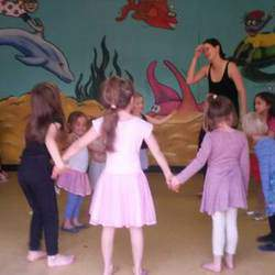 Dance Evolution - Mom and daughter dance classes, modern dancing for kids & adults and kids dance parties.