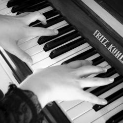 Franco Bello Music - Online music lessons for kids & teens. From piano to singing, from theory to production keys you are in skilled and safe hands as your music journey unfolds click by click, note by note, Zoom to Zoom.