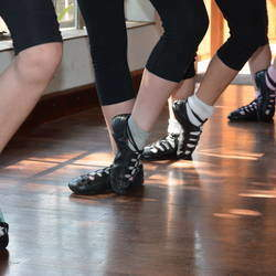 Shaw-Butler Dance Studio - Irish and Highland /Scottish Dancing Classes for boys and girls, all ages.  Dance training for competitions, exams, exhibitions and shows.