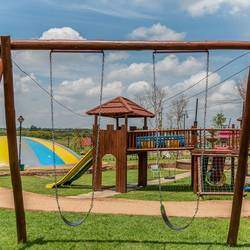 Hyto Tyto - Play park and eatery. Tons of indoor and outdoor activities for 0-13-year-olds incl a train, swings, indoor maze, jungle gyms, obstable course, fountain, mud kitchen, restaurant and much more.