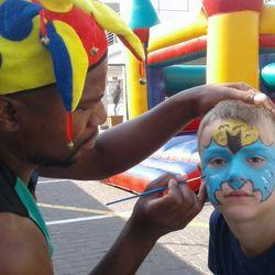 Amazing Entertainment - Entertainment, entertainers, decor, jumping castles, cakes, party packs, stilt-walkers, magicians, clowns, face painters, balloons, Parties,Party Hire