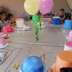 Cottage Craft Barn - Children's craft classes plus an oudoor play area with a paintball arena and a party venue. Yummy food available, craft and gift shop.