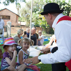 Stevie and his Big Red Box of Magic! - SA's Best party entertainment! - Free balloon animals!!