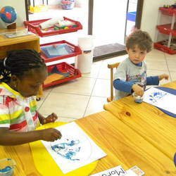 Little Hands and Feet Montessori - Small montessori pre-school in the heart of Douglasdale - 18mnths - 5yrs (Grade 00)
