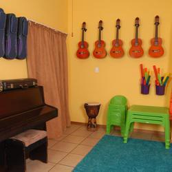 Major on Minors - Music Lessons for children aged 3-6. Learn to play guitar, violin, flute, keyboard, piano.