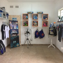 Amanzi Scuba & Swim Centre - Scuba diving courses, swimming lessons for kids and adults, diving lessons, coffee shop, play area
