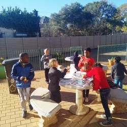 Sherpa Kids (Greenside) South Africa - Holiday program for kids - Daily Themes include different activities: Arts & Crafts, Music & Drama, Sports & Games and Fun food & Experiments. We also offer morning care.