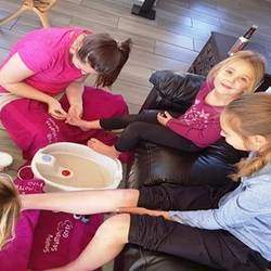 Snappy Stylish girlz - Spa parties and beauty training for your princesses in the comfort of your own home in areas of Fourways, Meyerton, Alberton.  We offer great pamper packages for girls and mom & daughter packages too.
