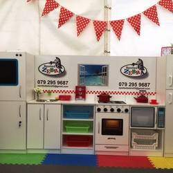 Spotted Zebra - Stylish and well constructed life-size kitchen units for children from 3-10 years old. These innovative designs keep your budding little chefs engaged for hours, ideal as gifts for kids..