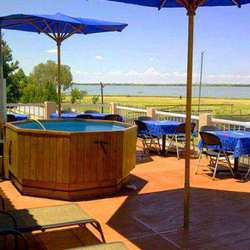 Vaal Prive' Holiday Resort - Self catering Vaal dam, graded fun water, watersports, braai, cruise, ski, speedboat, accommodation, weekend away, party venue, boatrides slip n'slide