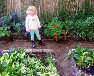 5 good reasons to get your kids gardening!